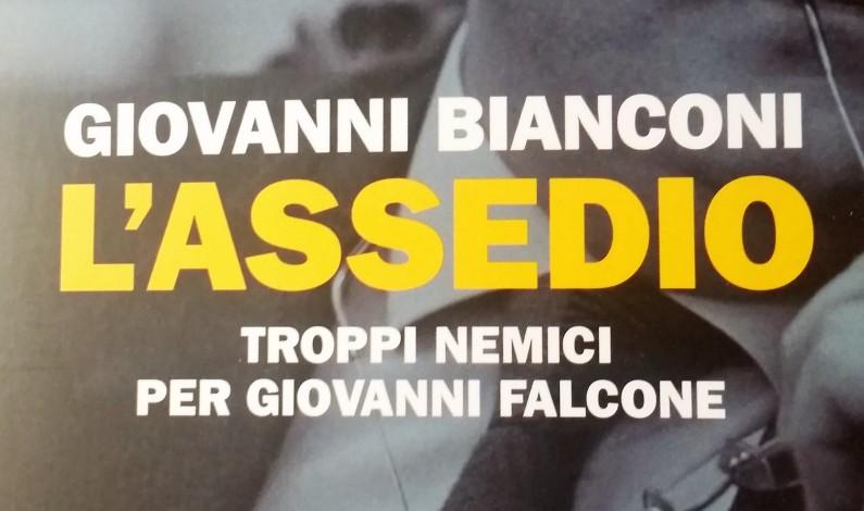 """Per leggere qualcosa di Giovanni Falcone: """"l'Assedio"""" di Giovanni Bianconi"""